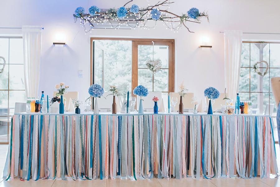 dekoracje stółu Państwa Młodych