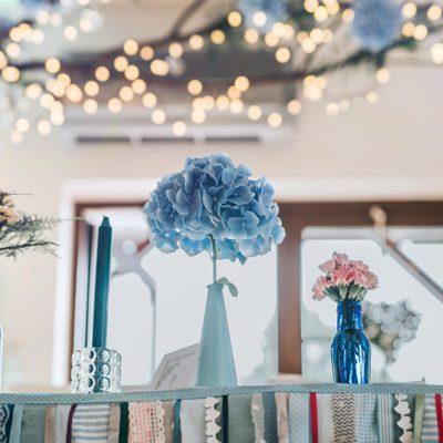 detal dekoracji weselnej stołu Państwa Młodych