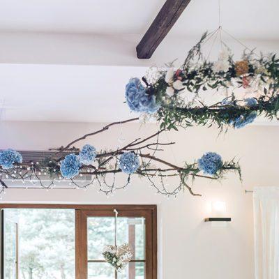 dekoracje z błękitnych hortensji