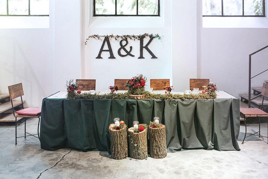 drewniane pieńki jako dekoracja