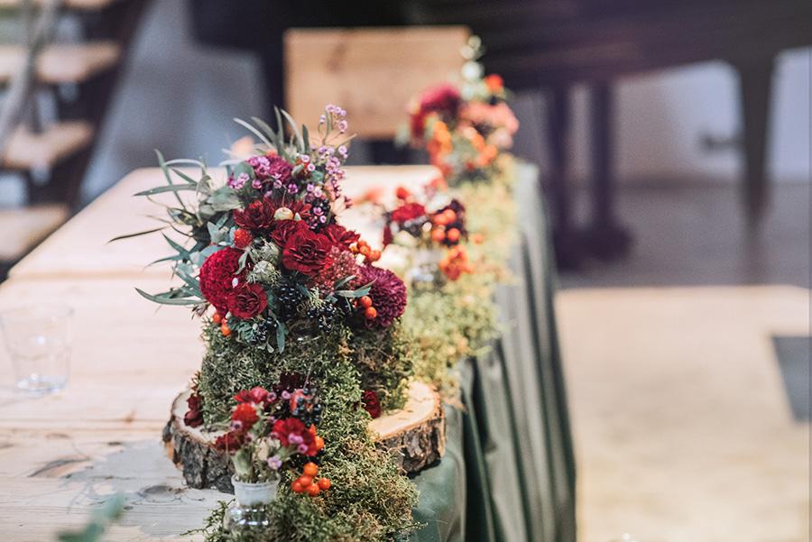 kwiaty i mech na jesiennym weselu
