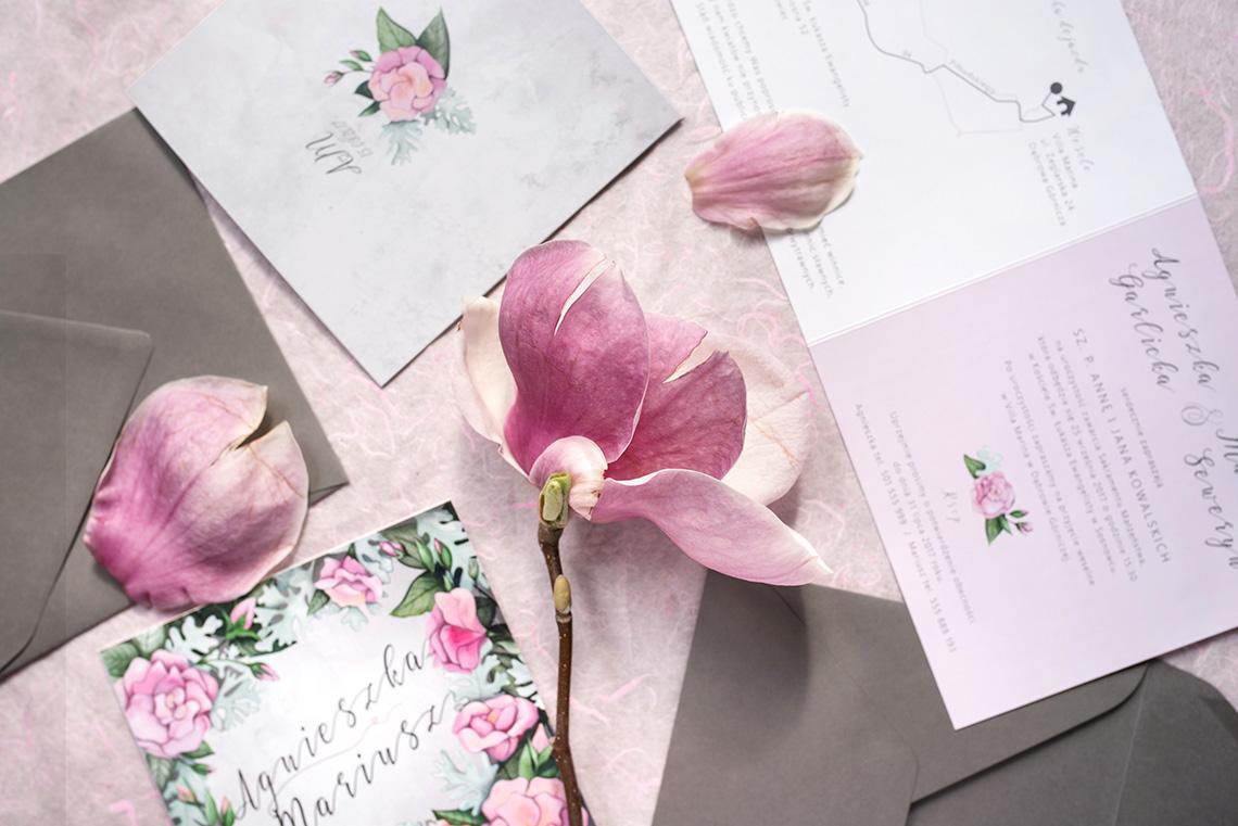 zaproszenie ślubne z eustomami w różu i szarości