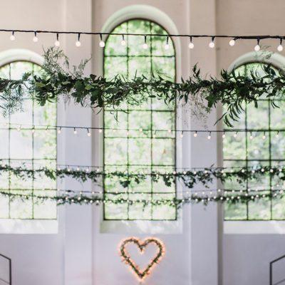 Dekoracja wiosennego wesela, czyli biel, zieleń i beton!