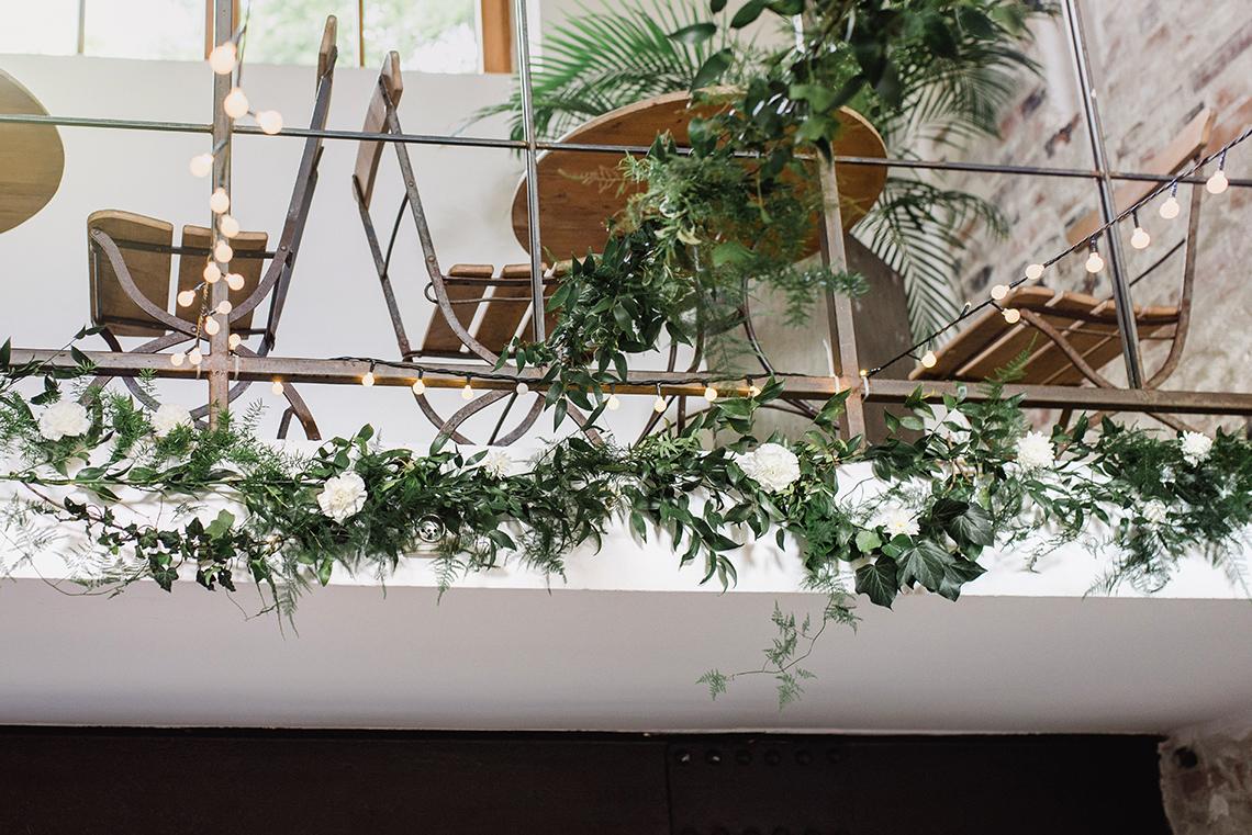 dekoracja kwiatowa sali weselnej