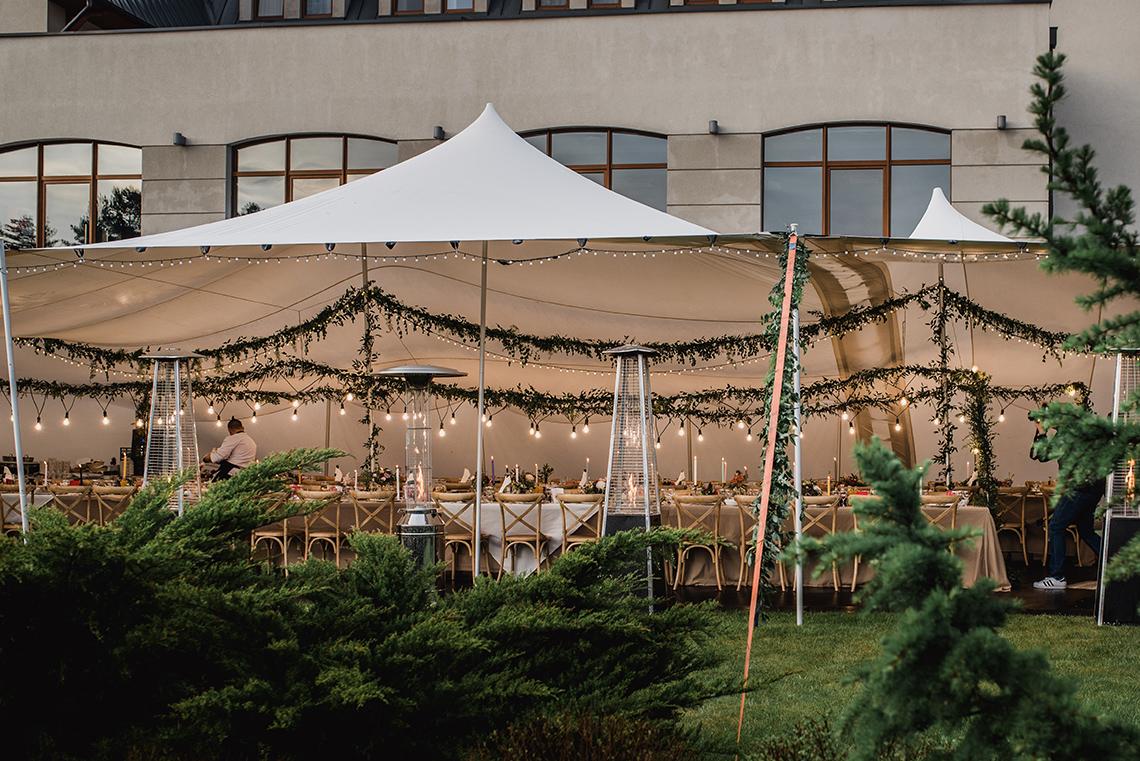 namiot z dekoracją w klimacie boho
