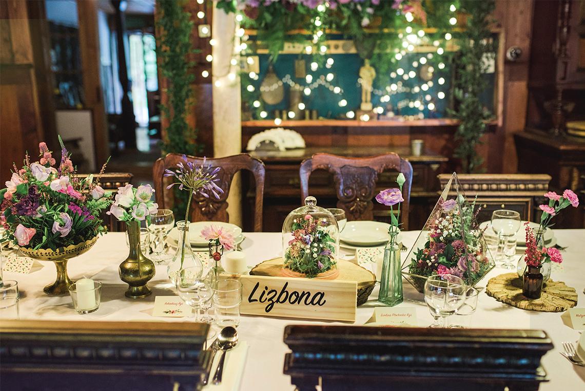 stół z dekoracją boho