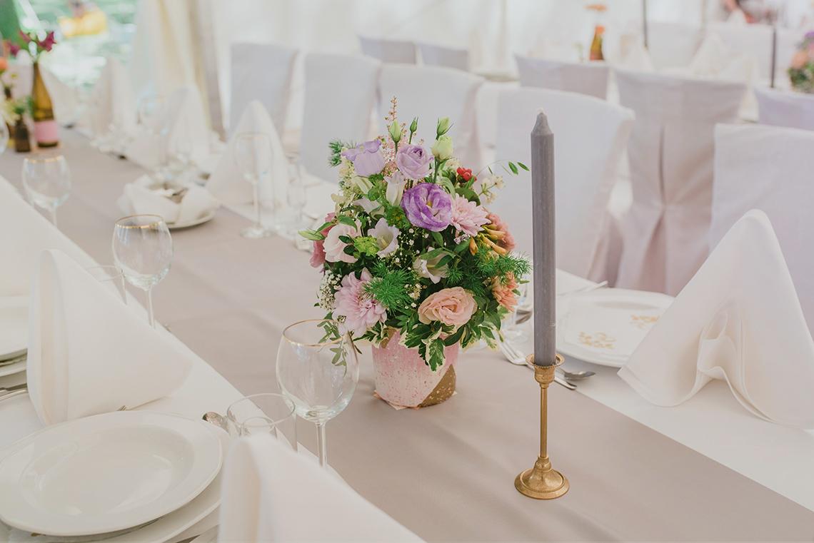kolorowe kwiaty na weselu
