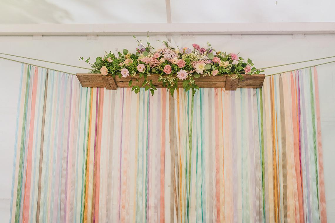 dekoracja wesela kwiatami