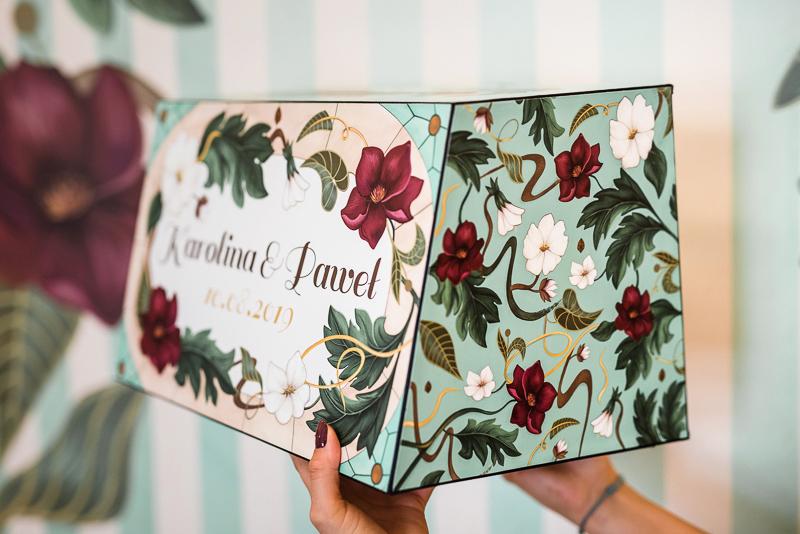 eleganckie pudełko na koperty od boku