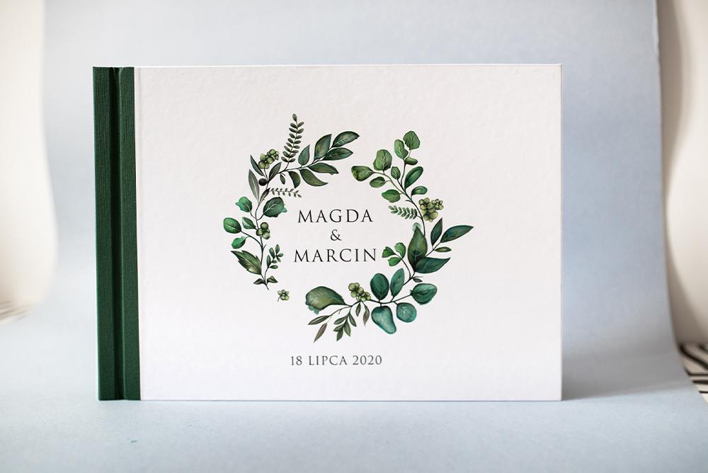 Księga gości z zielonym wiankiem