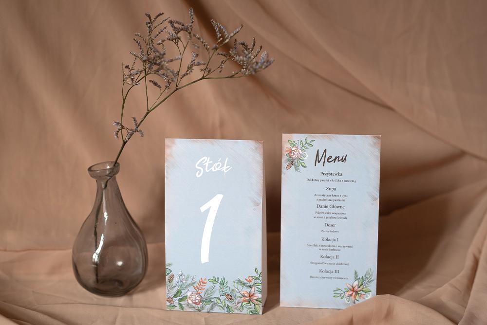 Piramidka z numerem stołu i menu